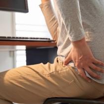 """腰痛改善と筋力アップに効果的!一日に何回も行っている ある""""動作""""とは?"""